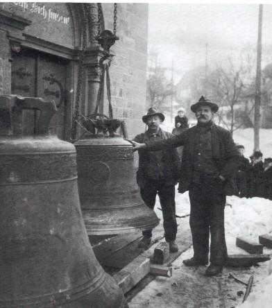 Aufbringen der Glocken