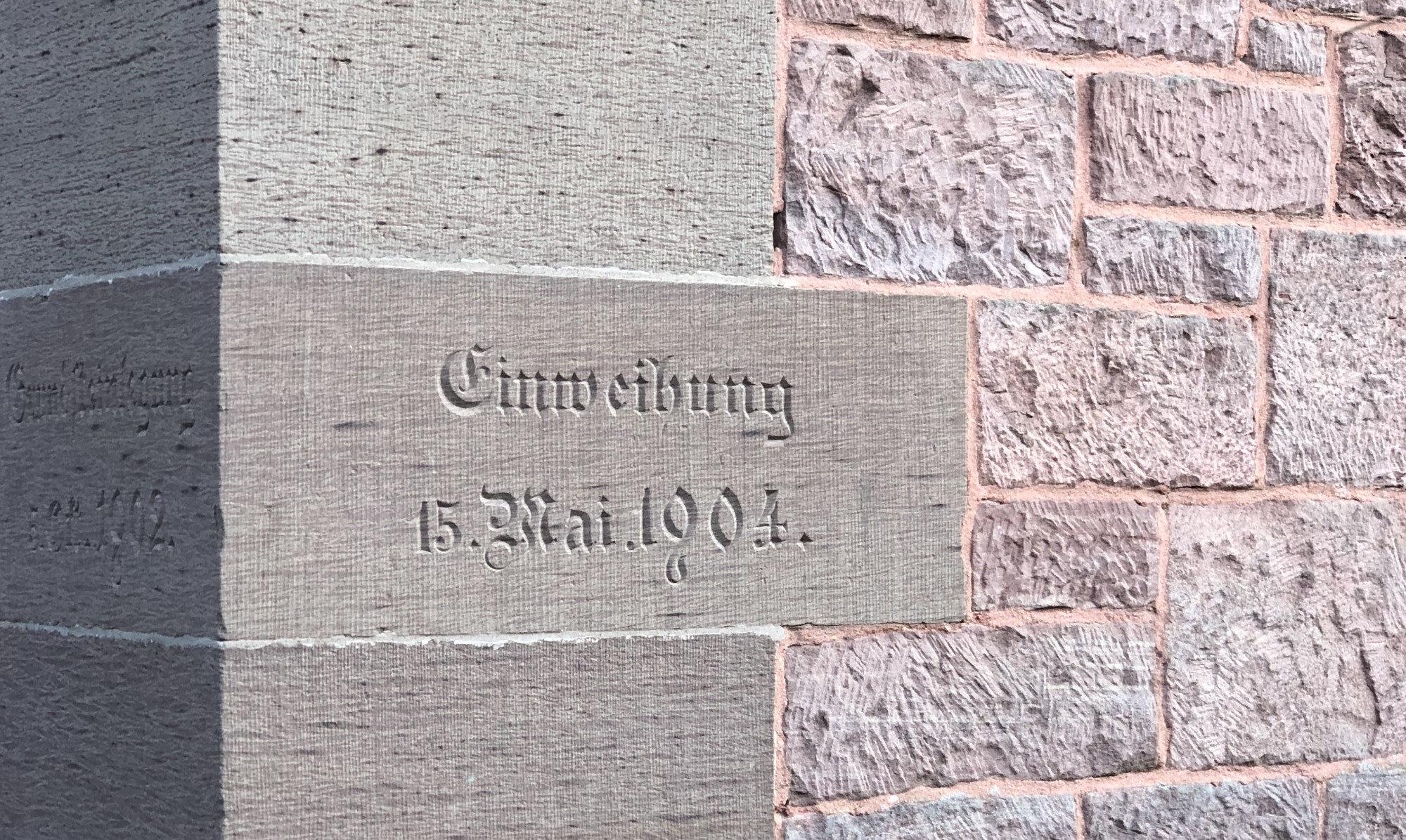 Grundstein der Evangelischen Kirche in Bammental mit Datum der Einweihung am 15. Mai 1904